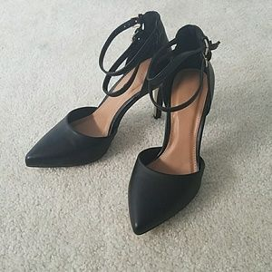 Nwot Black stilettos with ankle strap sz 6